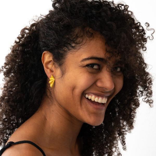 Ohrringe gold geometrisch Falten Model