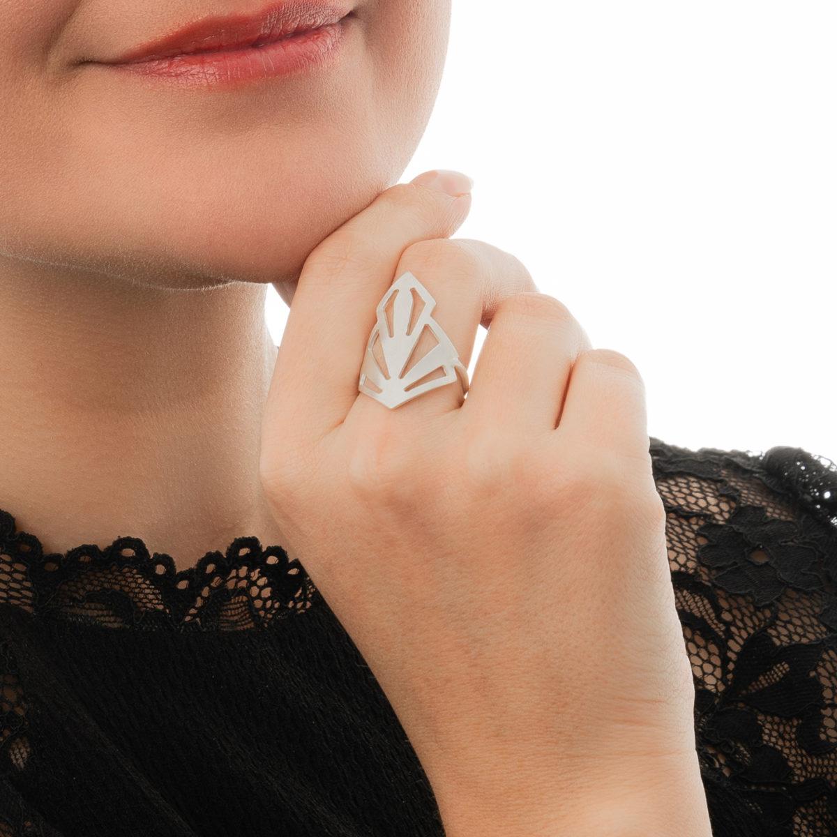 Ring-Art-Deco-silber-matt-verstellbar-Detailbild-Model