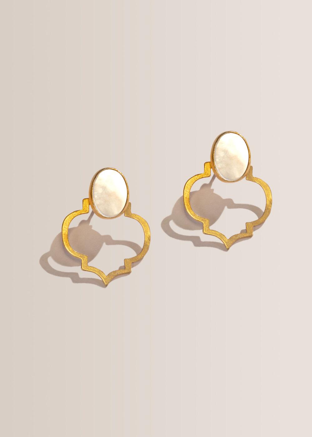 helia-ornament-ohrring-gold-perlmutt