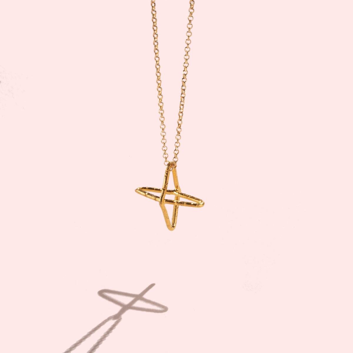 Charis-Halskette-Kreuz-Anhaenger-gold