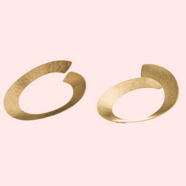 Sara-Hoops-Creolen-gold-liegend