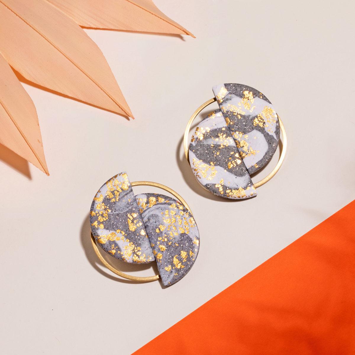 Ria-Ohrringe-Polymer-Clay-gold-dunkel