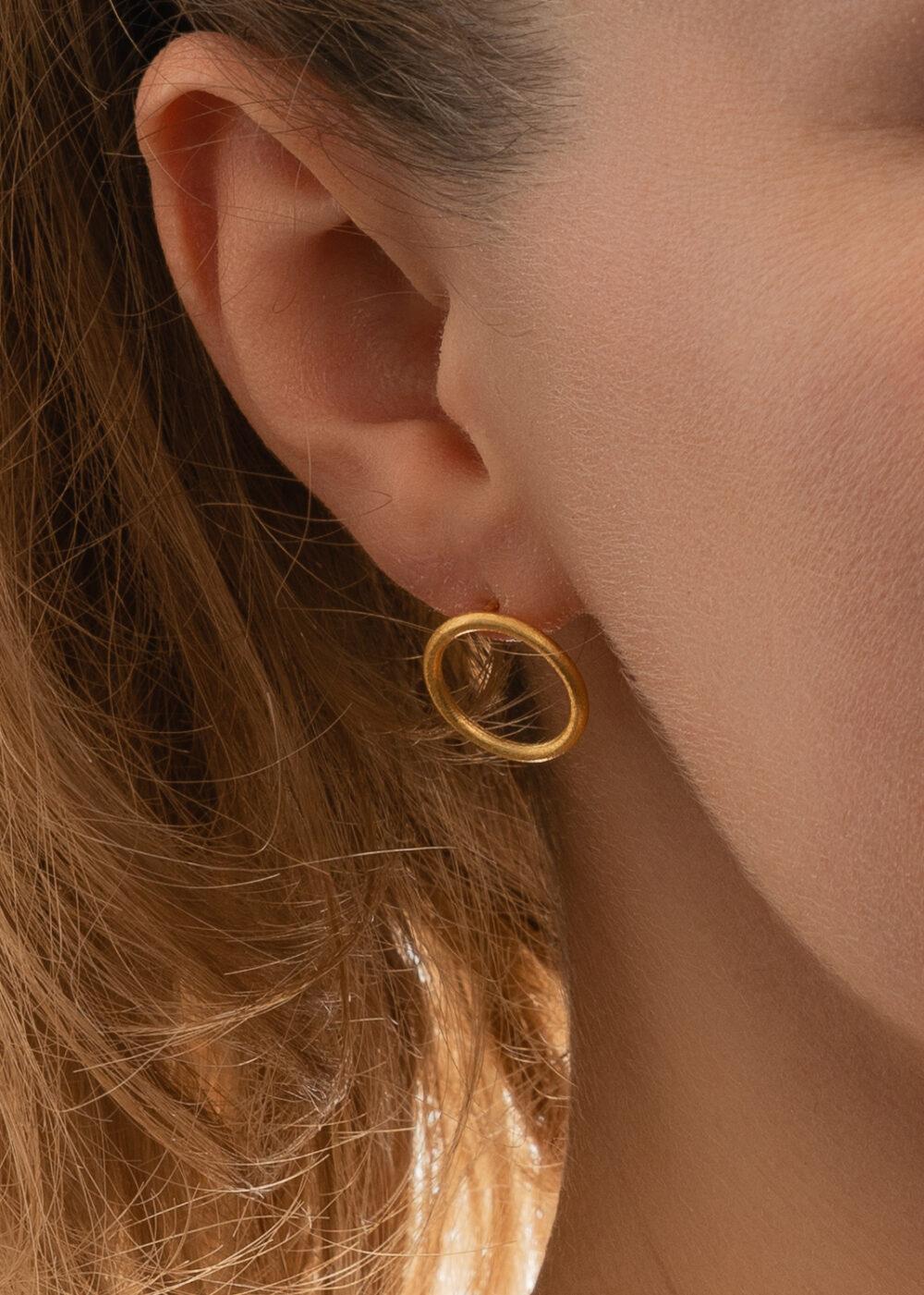 Alexia-Ohrringe-Kreis-gold-Minimal-Model