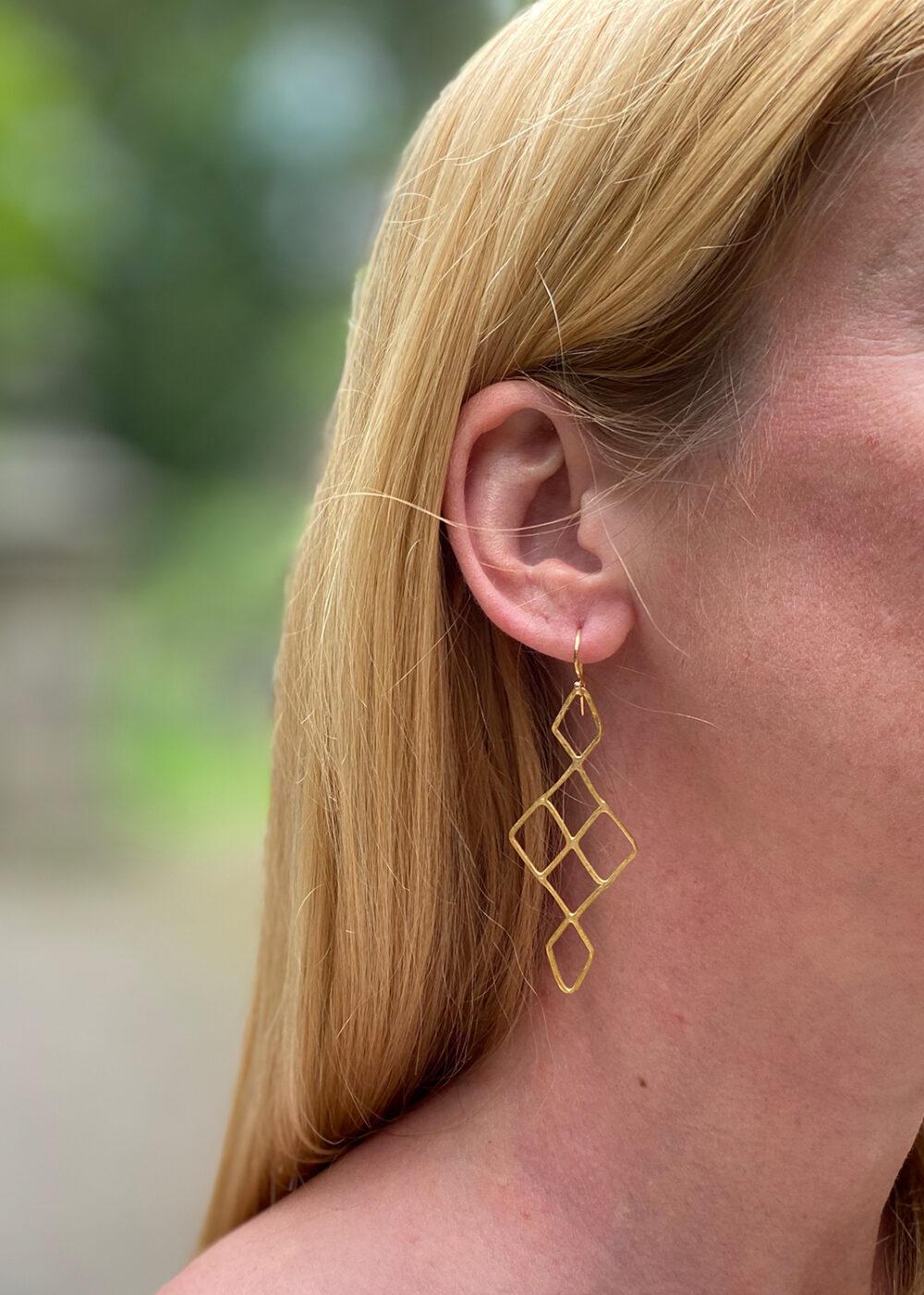 Rhea-Ohrringe-gold-Model