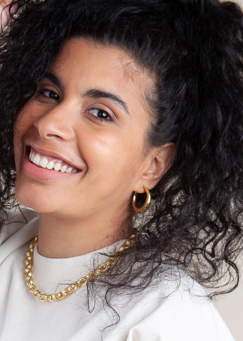 Dina-ohrringe-creolen-gold-model