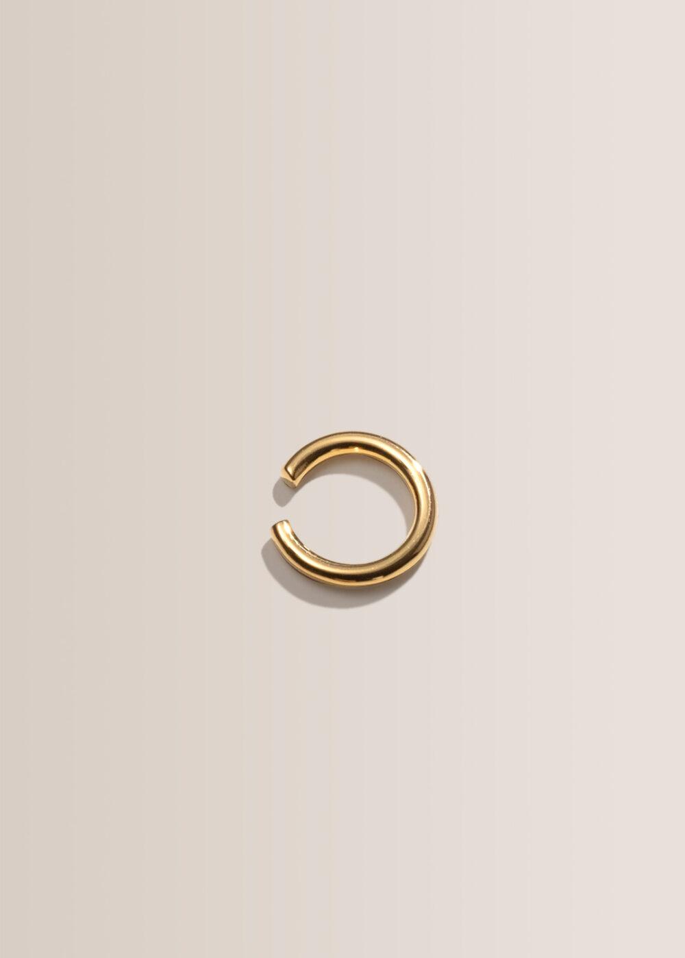 Remi-Earcuff-ring-gold-glaenzend