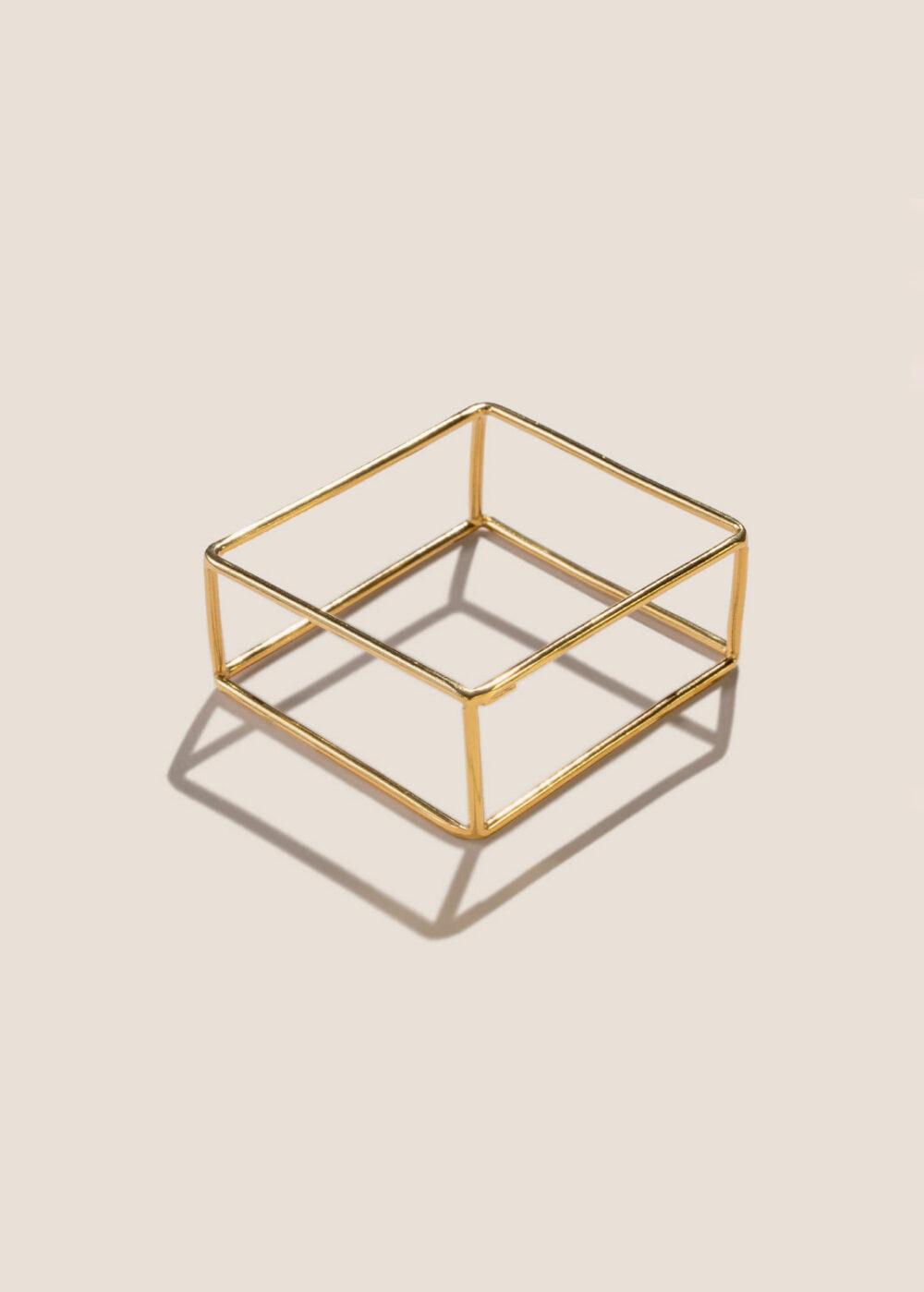 Lethia-armreif-kubus-gold-geometrisch